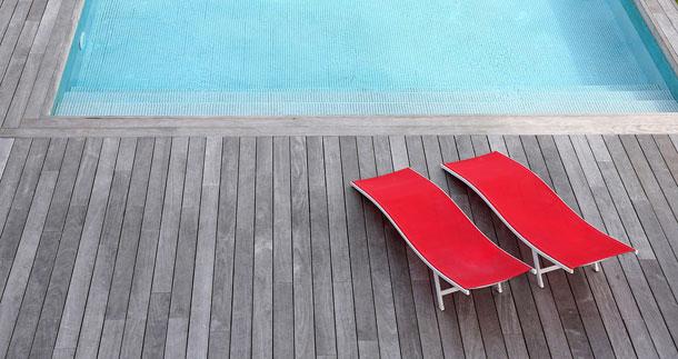 Die Richtigen Terrassendielen Fur Den Swimmingpool Bereich