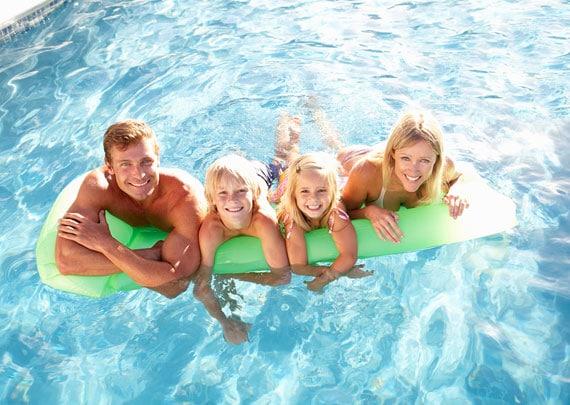 familie-schwimmen
