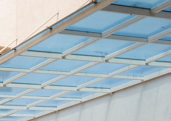 Terrassenüberdachung Aus Holz Und Alu ? Unser Großer Ratgeber ... Terrassen Uberdachung Aluminium Vorteile